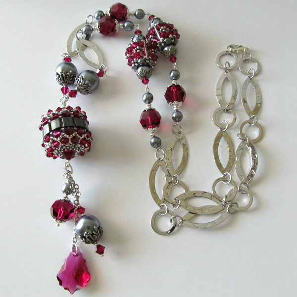 Swarovski_Beaded_bead_necklace_and_earrings_ruby_and_charcoal_gray_Pearls