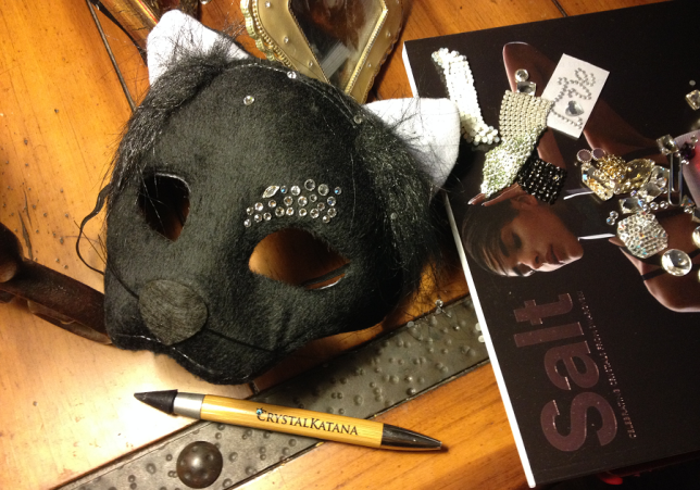 free-diy-diresctions-on-adding-swarovski-crystals-to-halloween-mask