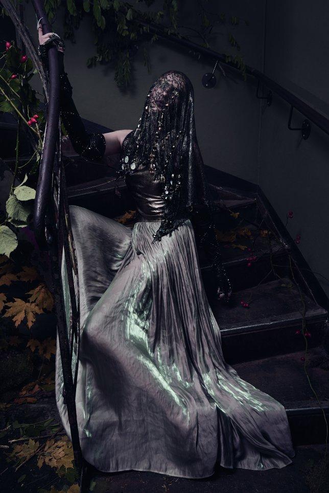 sp_ss2018_spellbound_model_textile_0479bg
