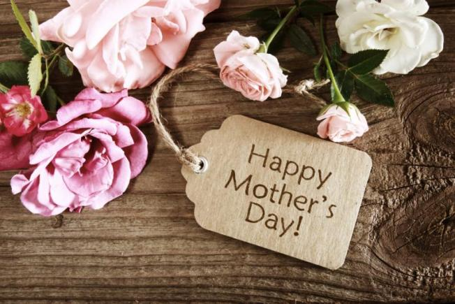 Happy-Mothers-Day-Tag-With-Flowers
