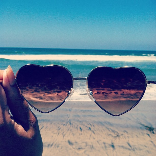 heart_Shapped_Glasses_beach