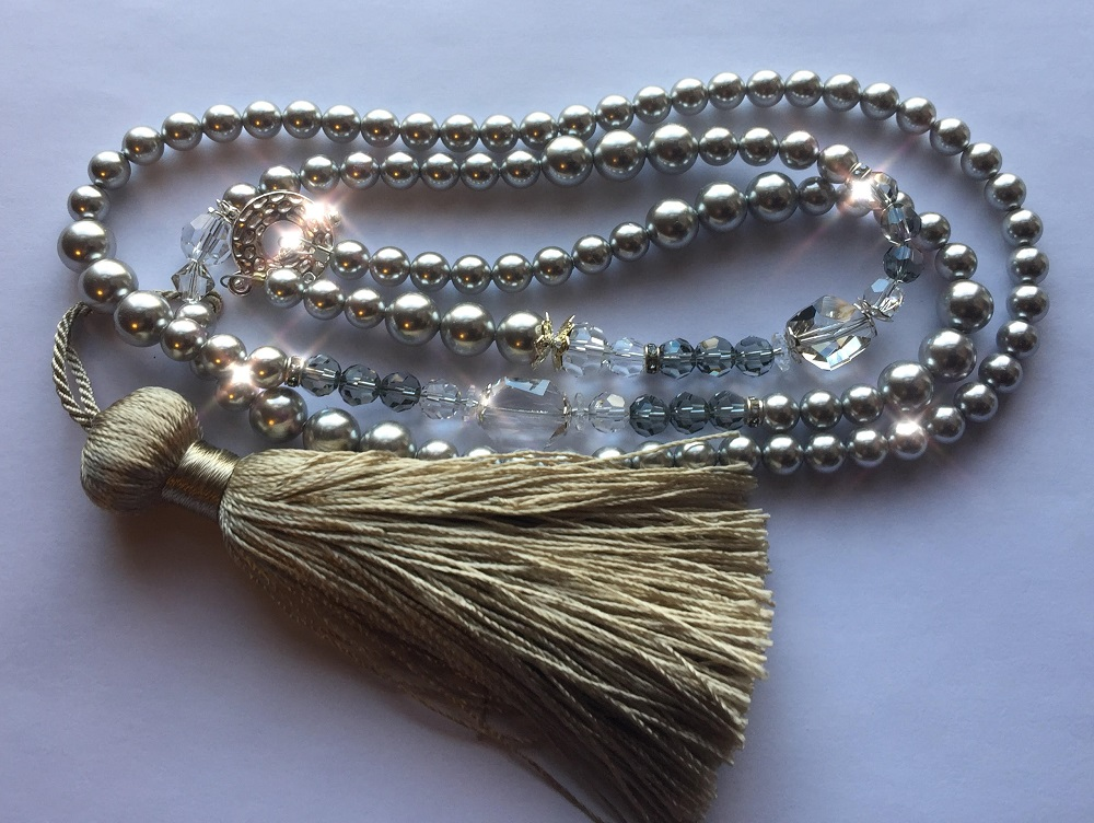 Learn how to make a DIY tassel necklace